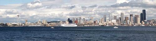 The Seattle skyline, complete with everpresent clouds!
